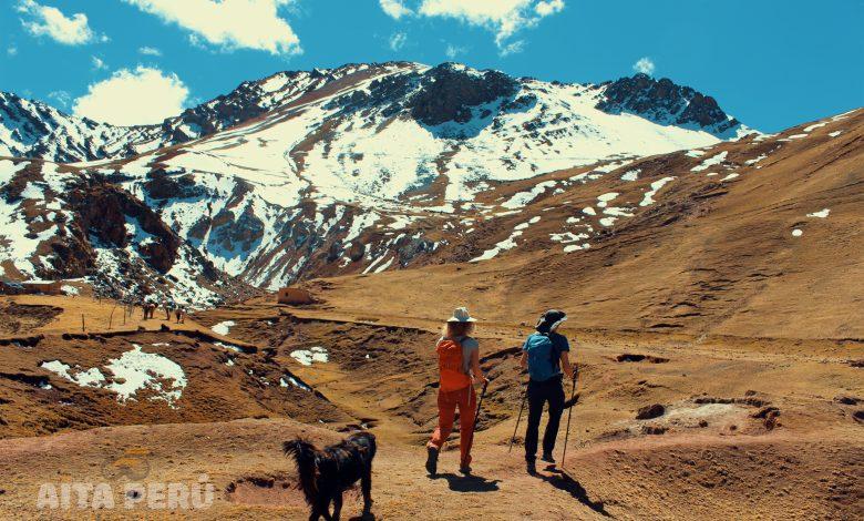 Valle-rojo-montana-arcoiris