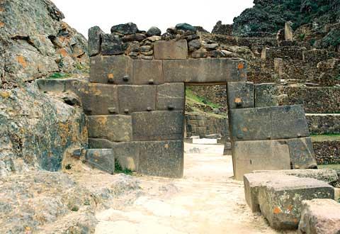 Ollantaytambo-gate -of-the-sun
